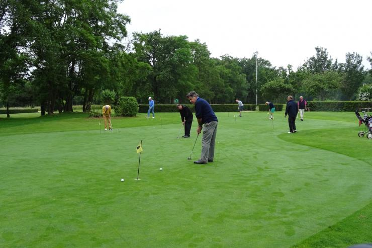 01 fe lix sur le putting green