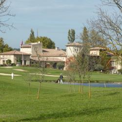 Le chateau - club house et le fairway du redoutable n°9