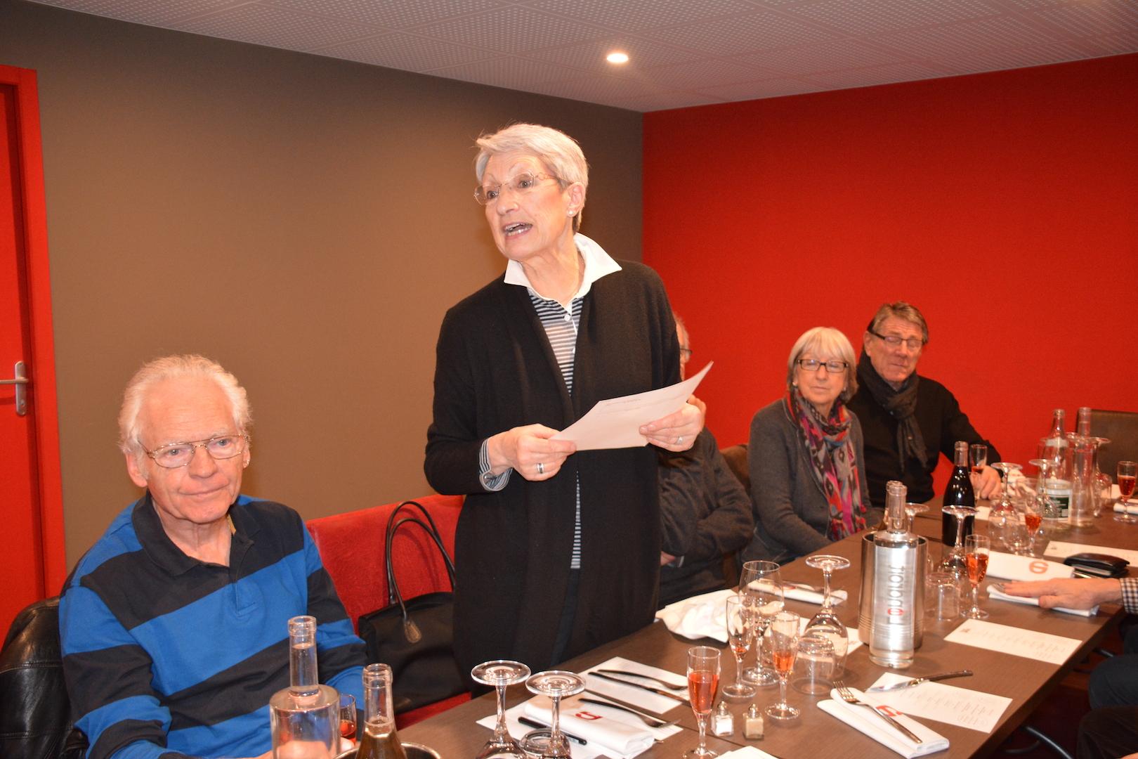Marie-Thérèse a été désignée pour annoncer les résultats du bowling ...