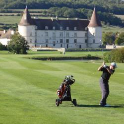 """Roland en approche au n°18, l'un des plus beaux """"finishing holes"""" de France"""