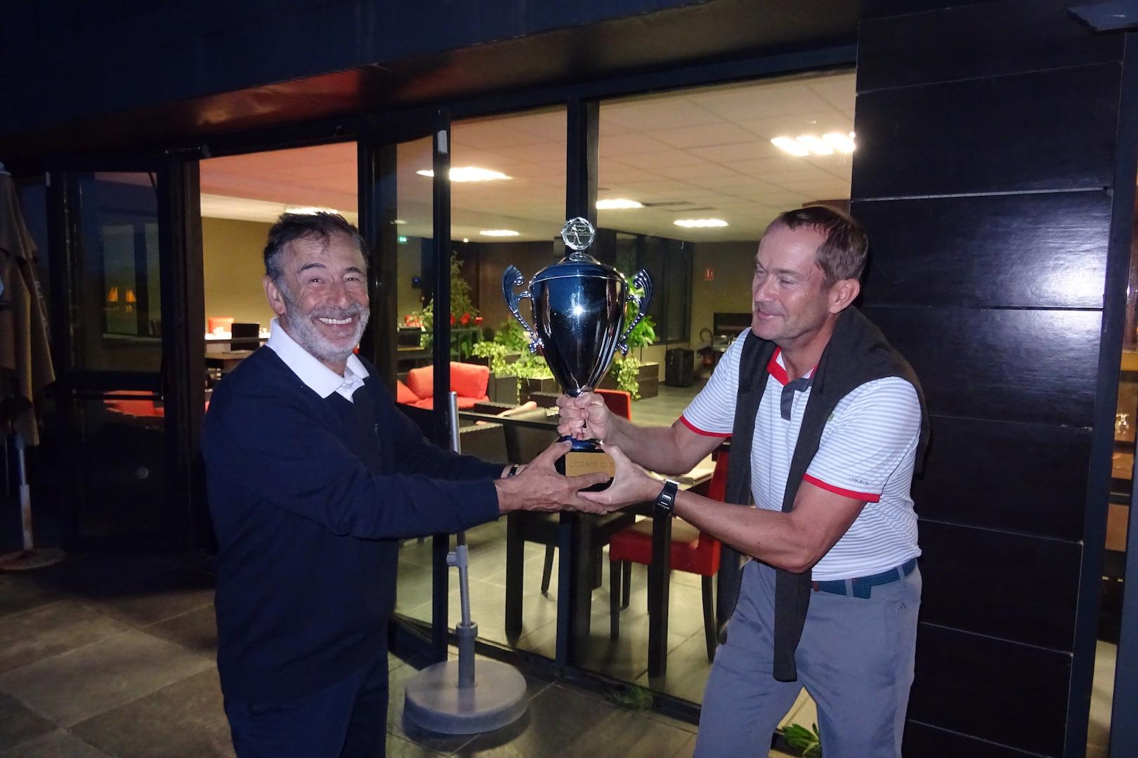 Sean DUFFY remet la Corber Cup à Yves KOMORN