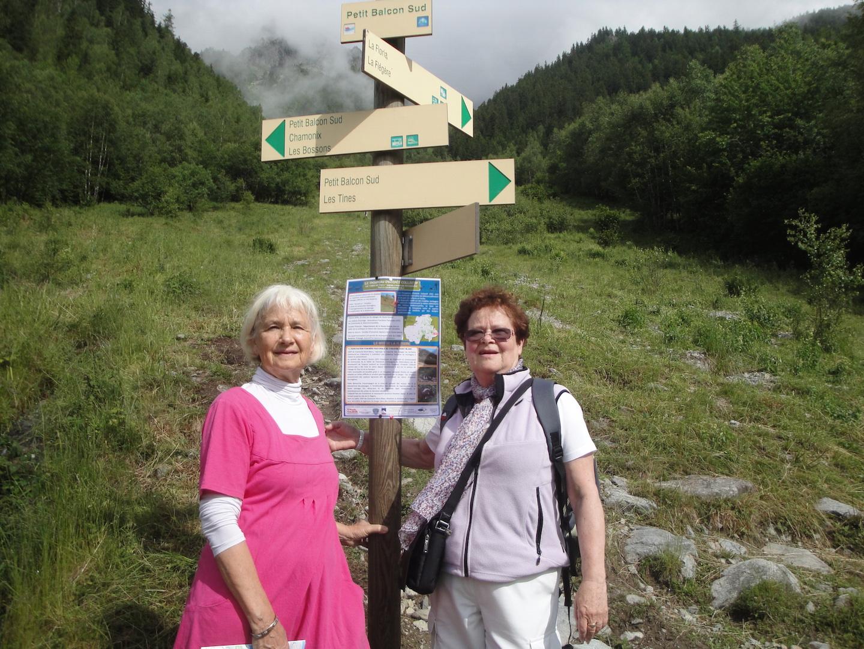 Marie-Thérèse et Nelly en randonnée sur le Balcon Sud