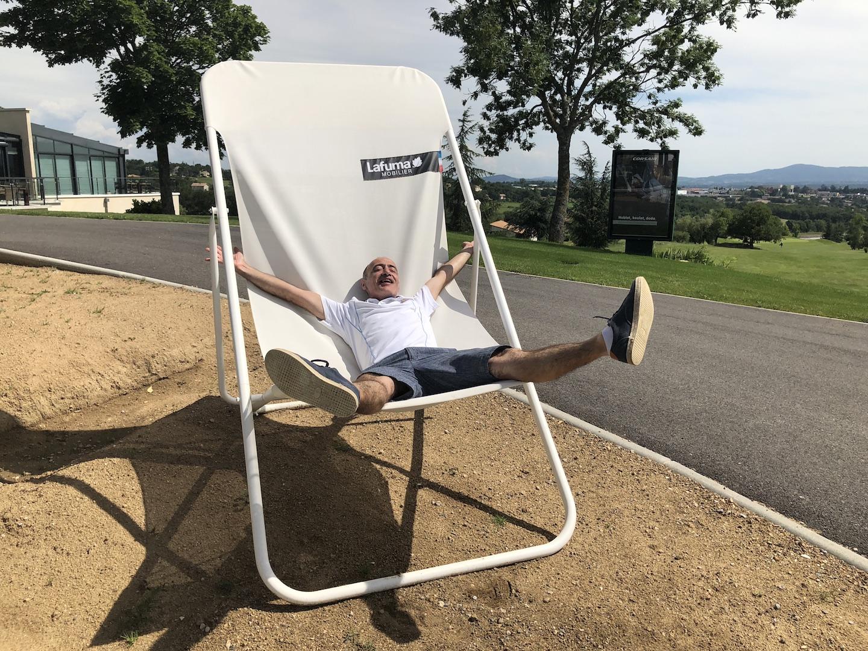 Le président du COBE fait la sieste