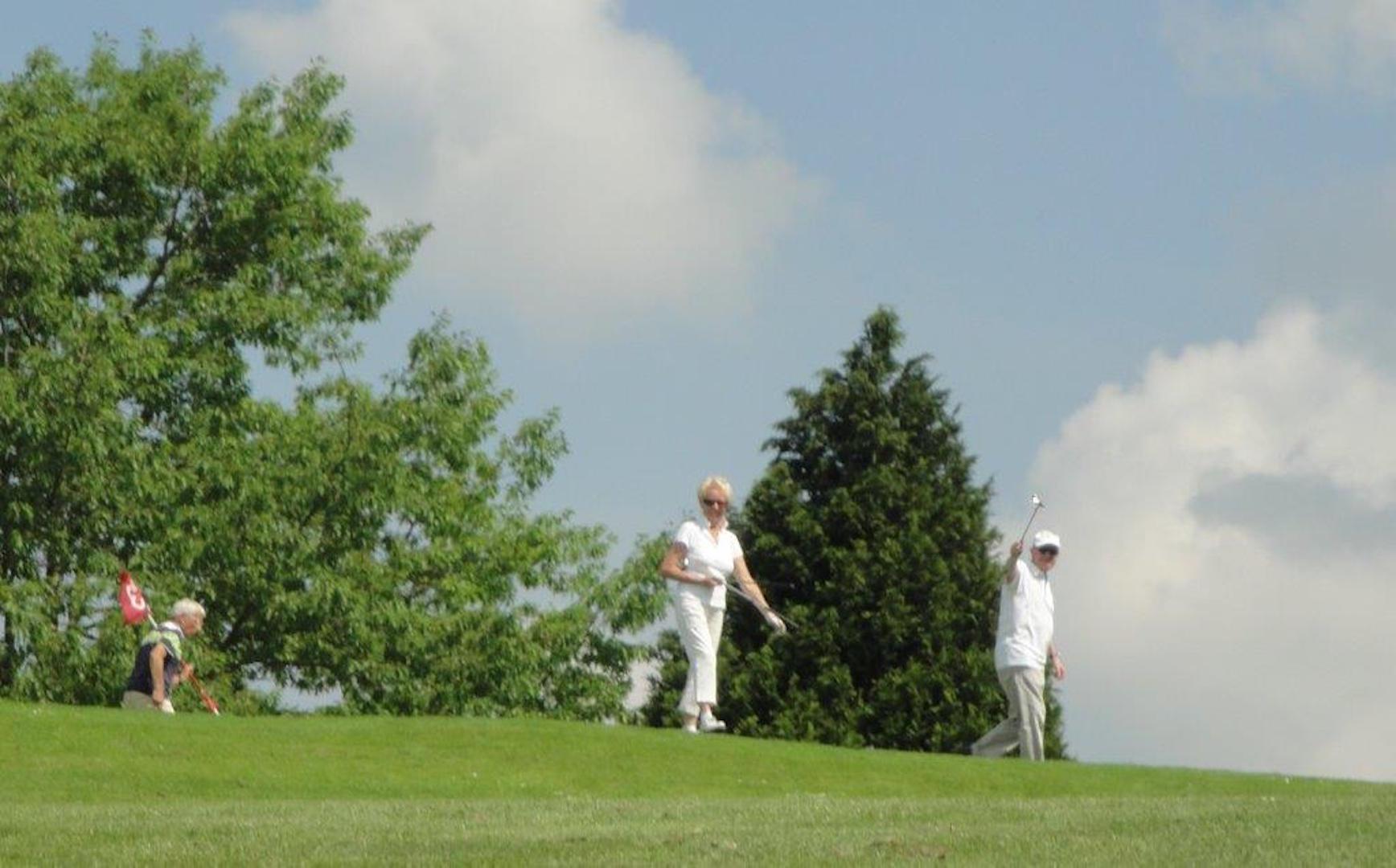 Et soudain, nous croisons des golfeurs!