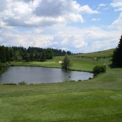 Le lac qui dramatise le départ du par 3 n°3