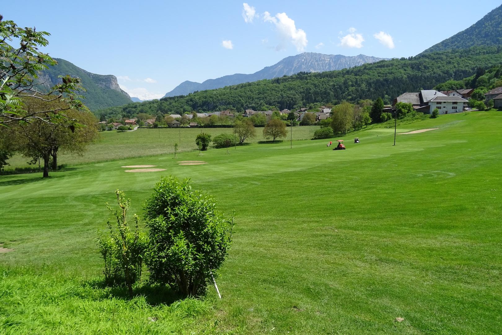 Le Mont-Blanc et le fairway du n°9