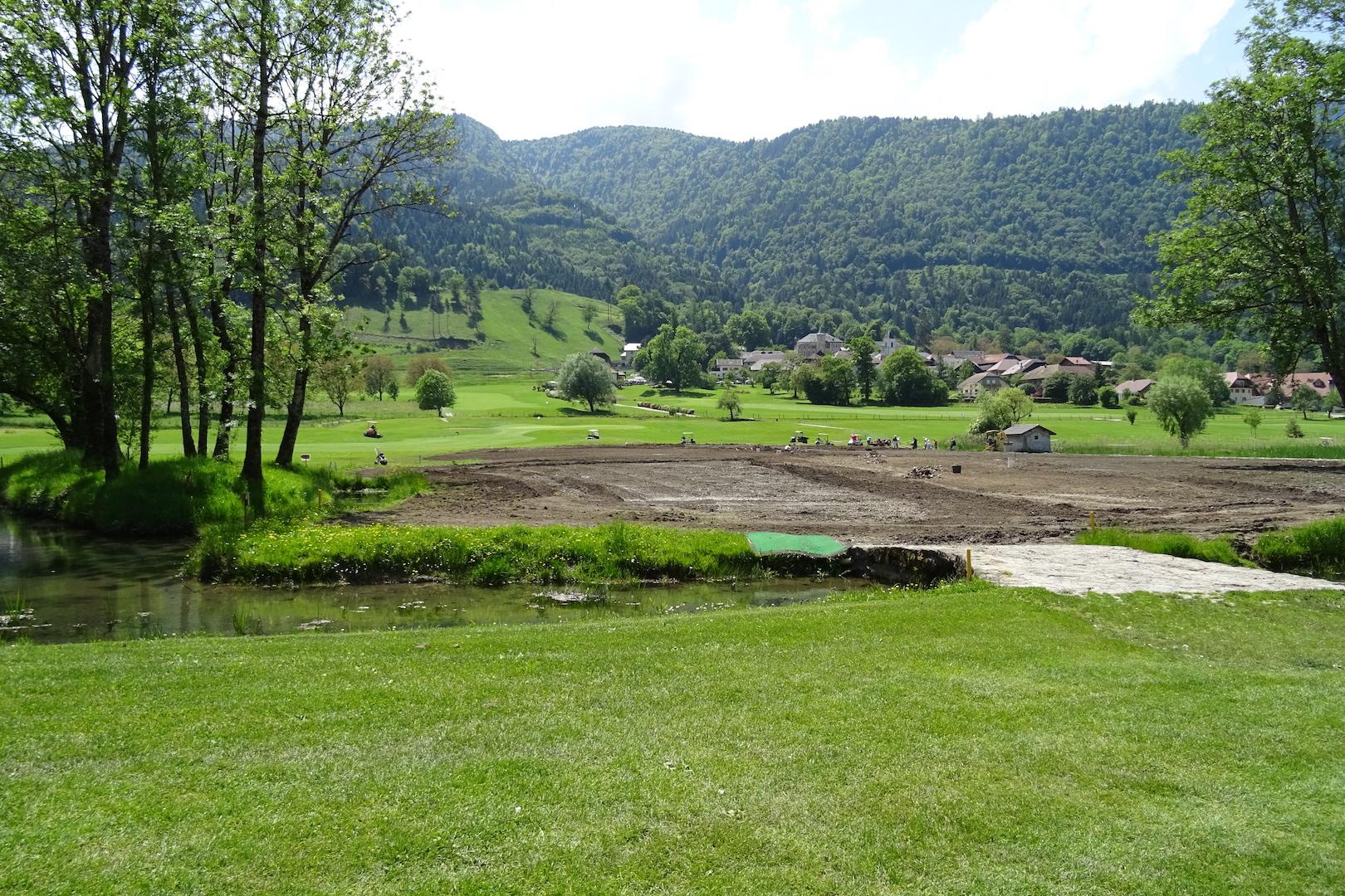 Le village de Giez et les travaux de réfection du trou n°1