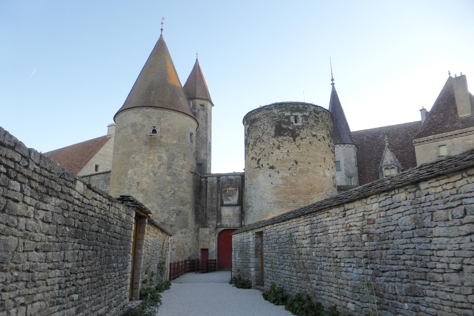 L'entrée du château de Chateauneuf