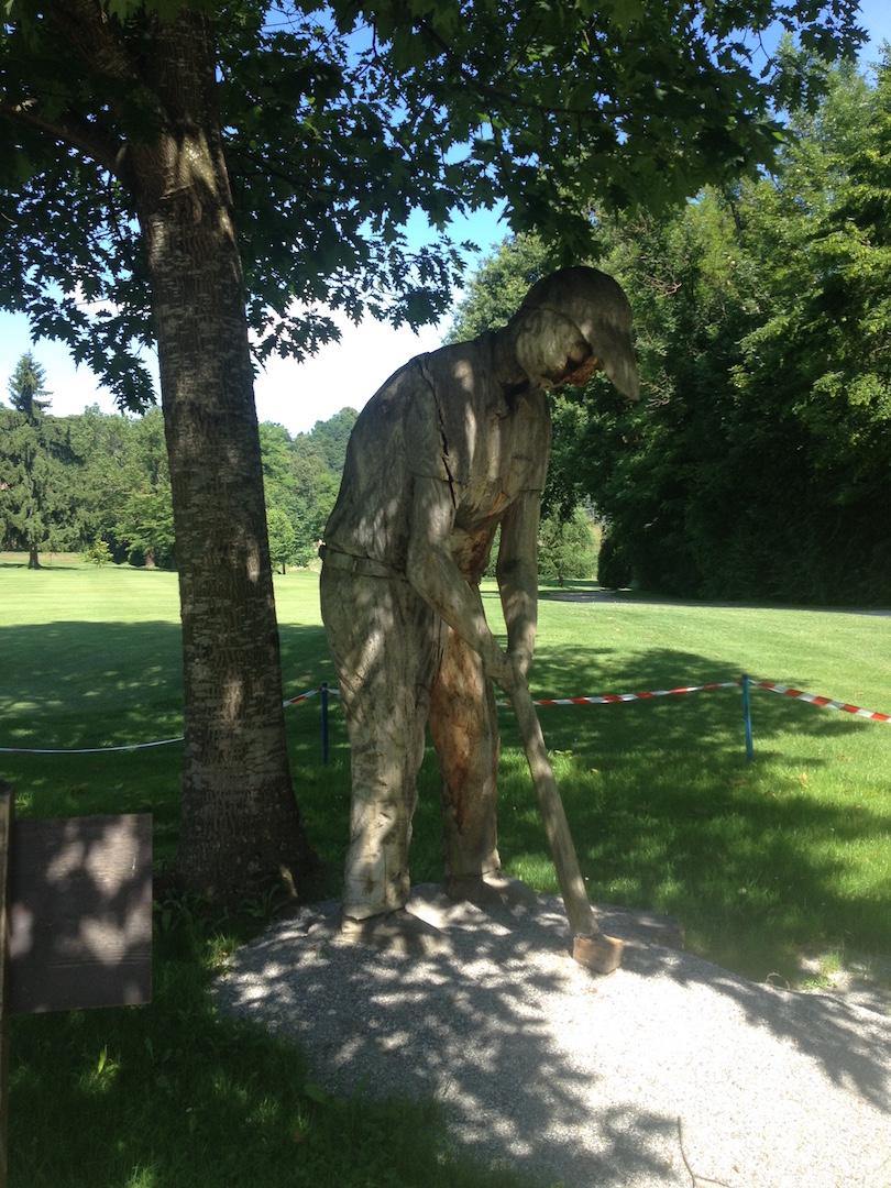 Golfeur ligneux au départ du n°10