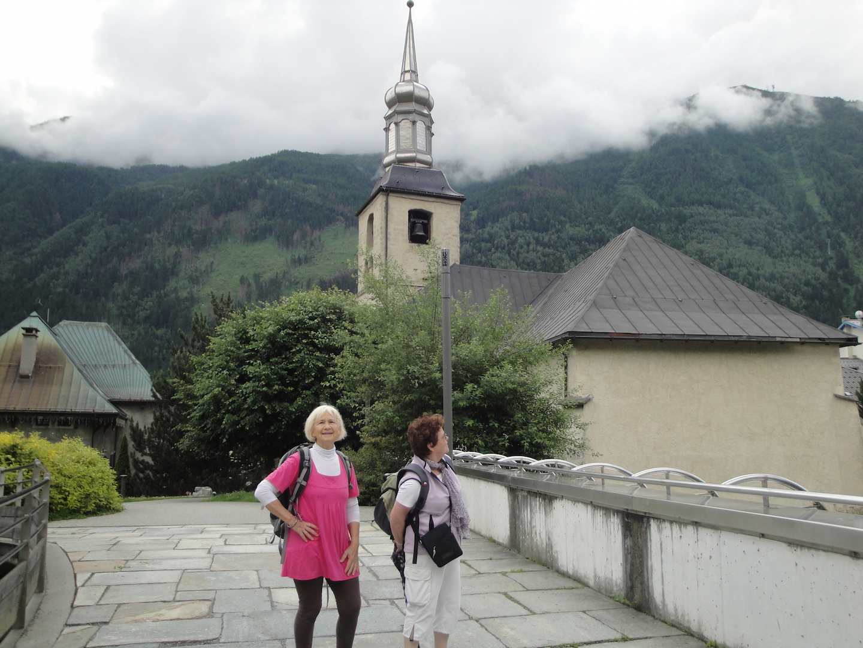 Devant l'église de Chamonix